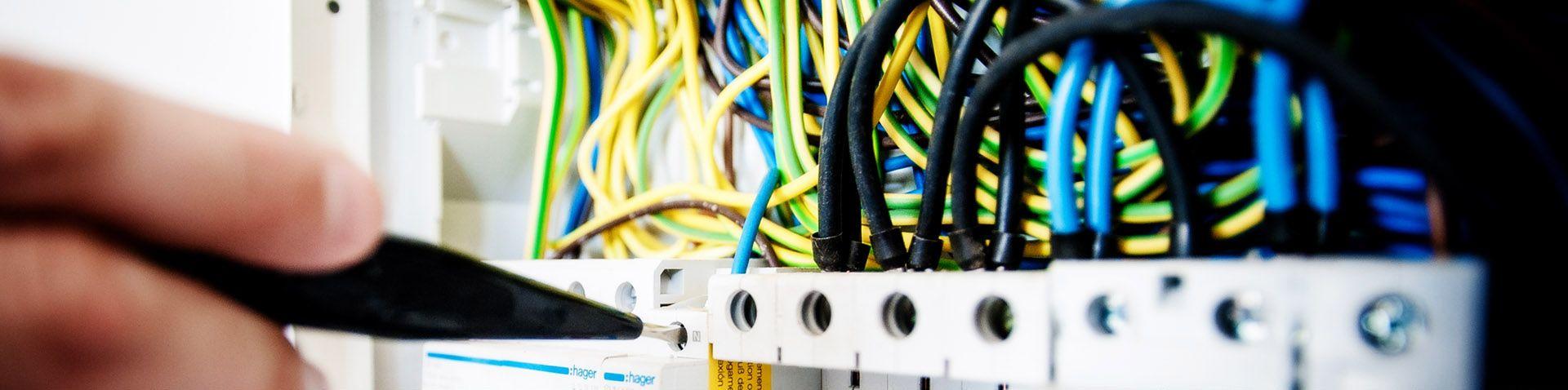 CONNECT ELECTRIC INGENIERÍA: oficina técnica con servicio de calidad